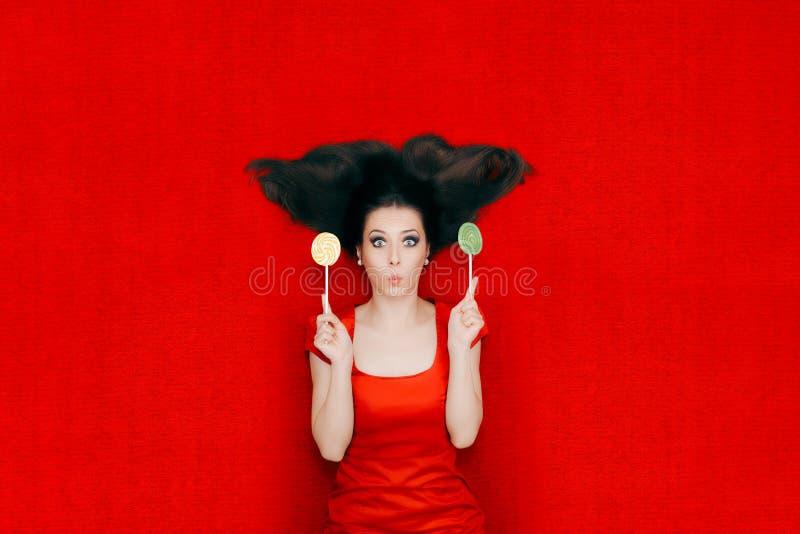 Mulher surpreendida com os pirulitos no fundo vermelho fotos de stock