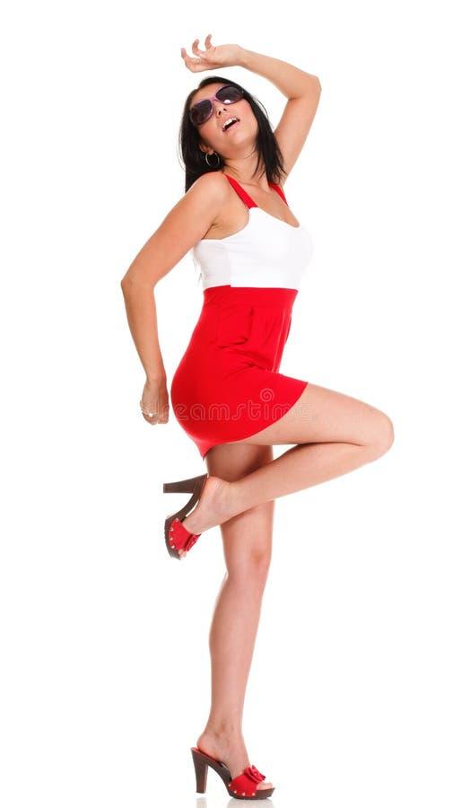 Mulher surpreendida feliz no vestido vermelho isolado sobre fotografia de stock