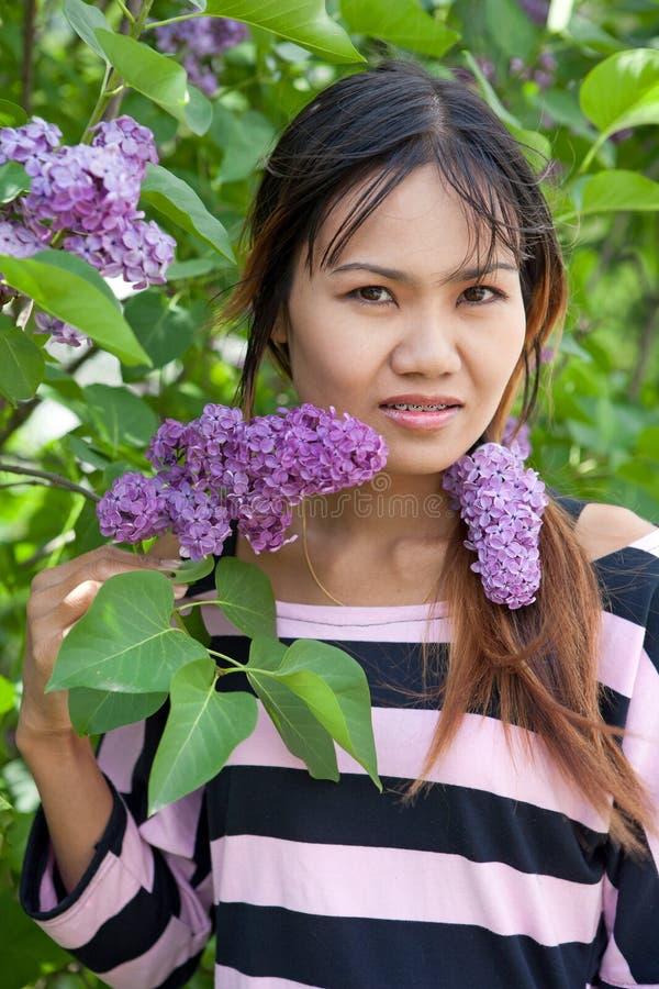 Mulher tailandesa bonita fotografia de stock