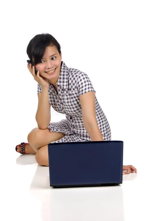 Download Mulher, Telemóvel, E Portátil Imagem de Stock - Imagem de atrativo, fêmea: 12805611