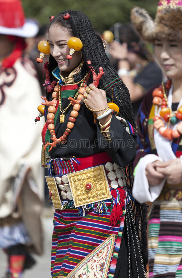 Mulher tibetana nova na província de Yunnan imagem de stock royalty free
