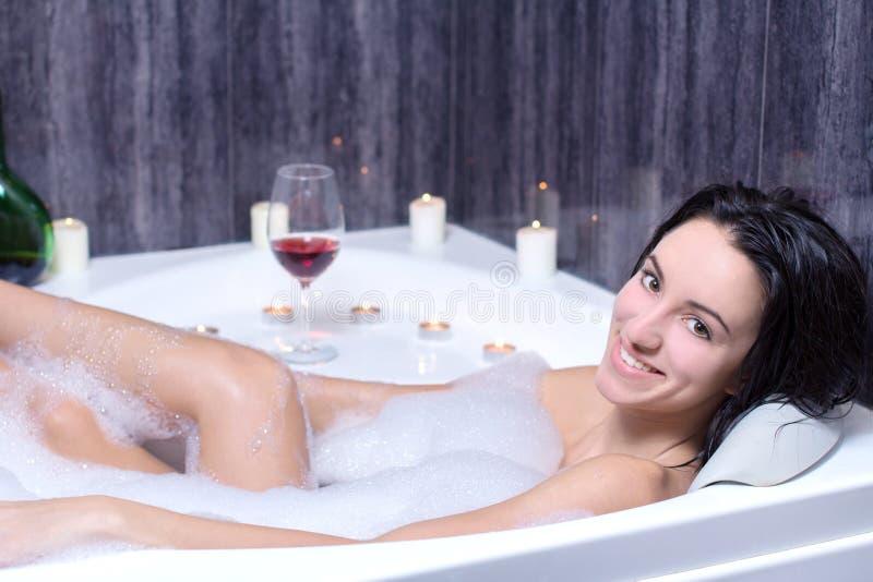 A mulher toma o banho imagem de stock royalty free