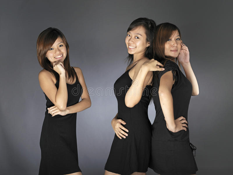 Mulher três asiática nova bonita no vestido preto fotografia de stock royalty free