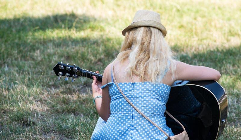 Mulher três da guitarra foto de stock royalty free