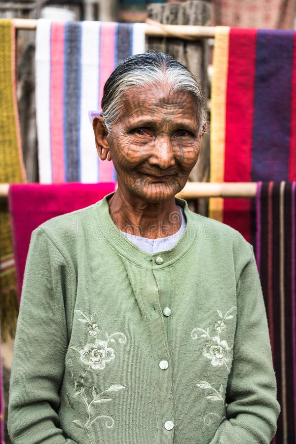 Mulher tribal fotografia de stock royalty free
