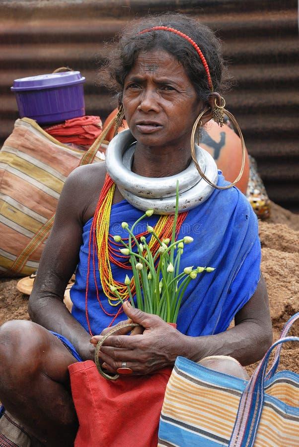 Mulher tribal de Orissa no mercado semanal imagem de stock royalty free