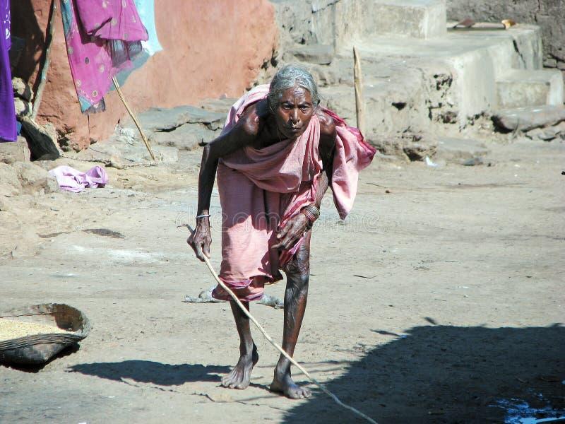 Mulher tribal indiana idosa na vila imagem de stock royalty free