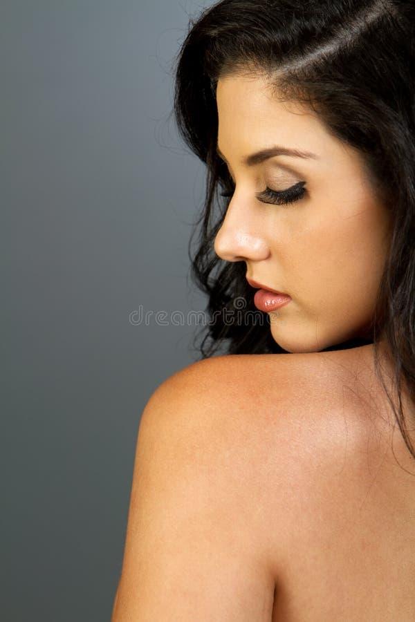 Mulher triguenha étnica bonita imagem de stock