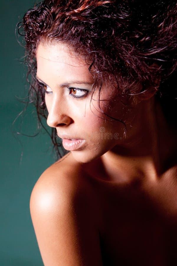 Mulher triguenha bonita imagem de stock royalty free