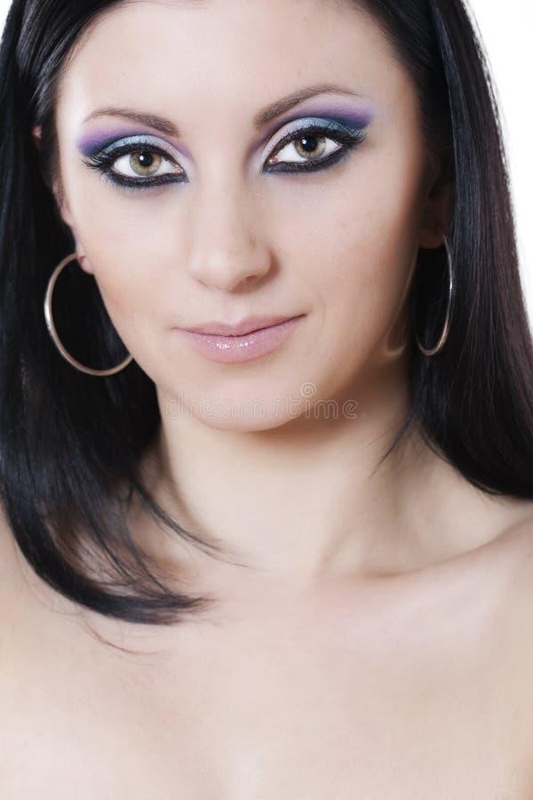 Mulher triguenha com composição azul e roxa fotografia de stock royalty free