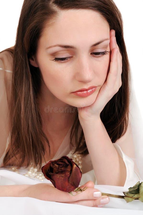 A mulher triste com desvanecido levantou-se. imagem de stock royalty free