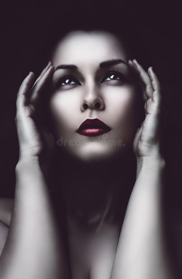 Mulher triste com dor de cabeça fotografia de stock