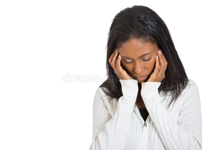 Mulher triste infeliz que olha para baixo foto de stock