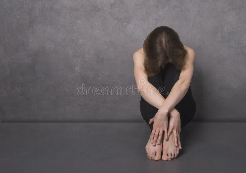 Mulher triste, tiro do estúdio imagem de stock royalty free
