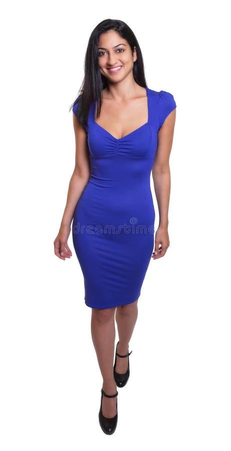 Mulher turca em um corpo completo do vestido azul fotografia de stock royalty free
