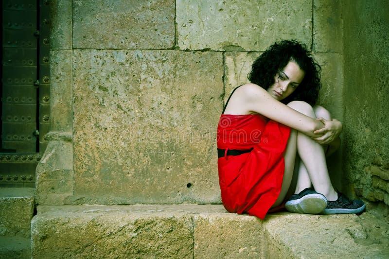 Mulher vermelha do vestido foto de stock