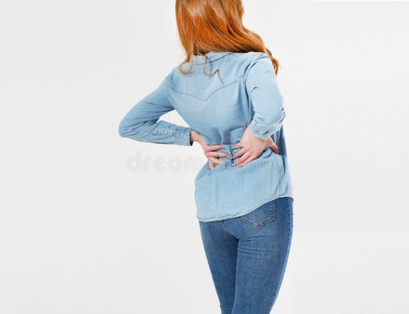 Mulher vermelha nova do cabelo que guarda seu pescoço na dor Conceito M?DICO imagem de stock