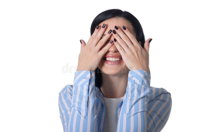 A mulher veste seus olhos imagem de stock