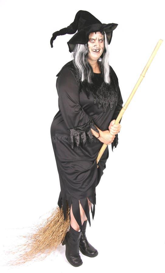 Mulher vestida como uma bruxa feia imagem de stock