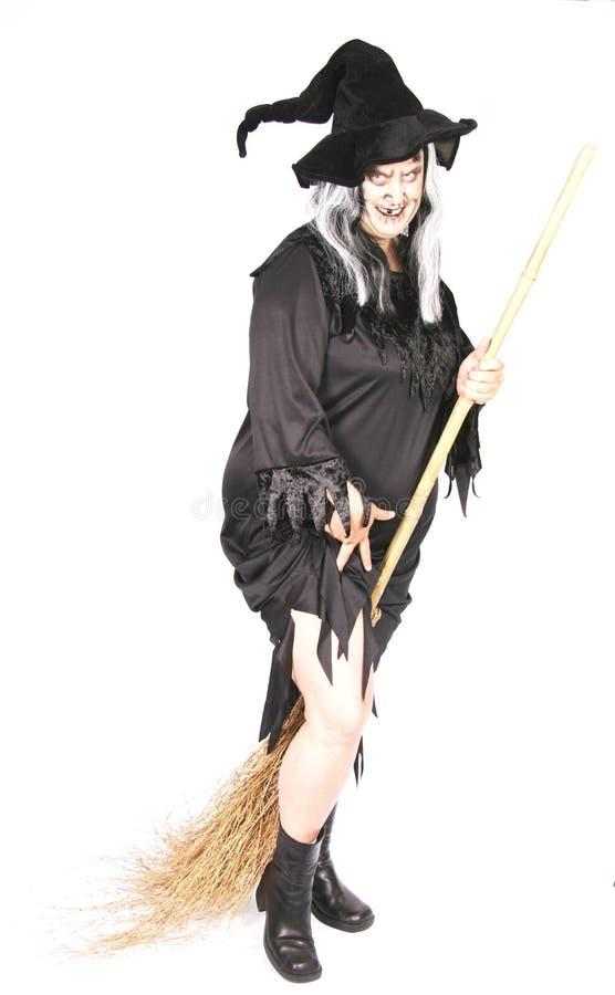 Mulher vestida como uma bruxa feia fotografia de stock