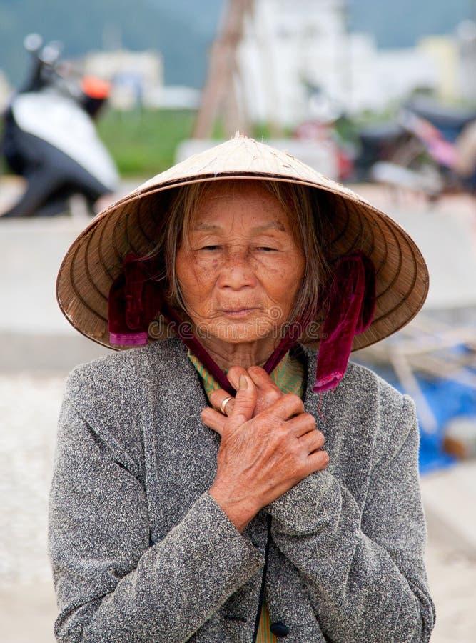 Mulher vietnamiana idosa fotos de stock
