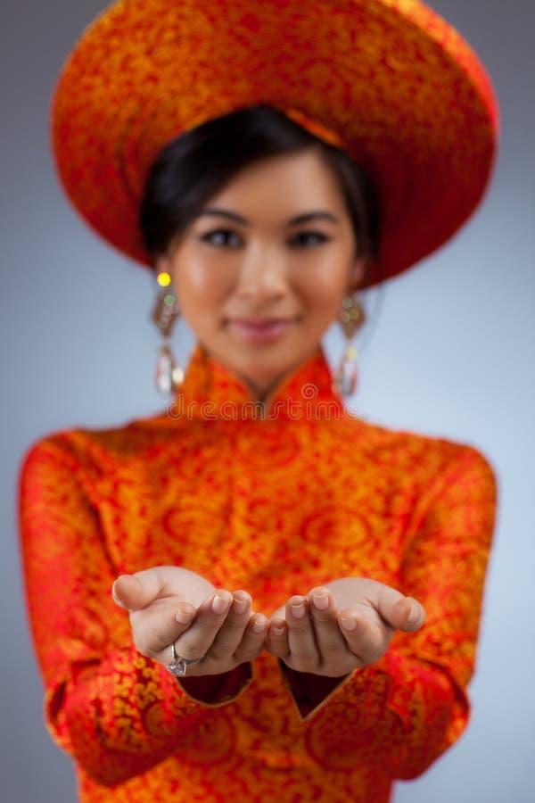 Mulher vietnamiana nova foto de stock