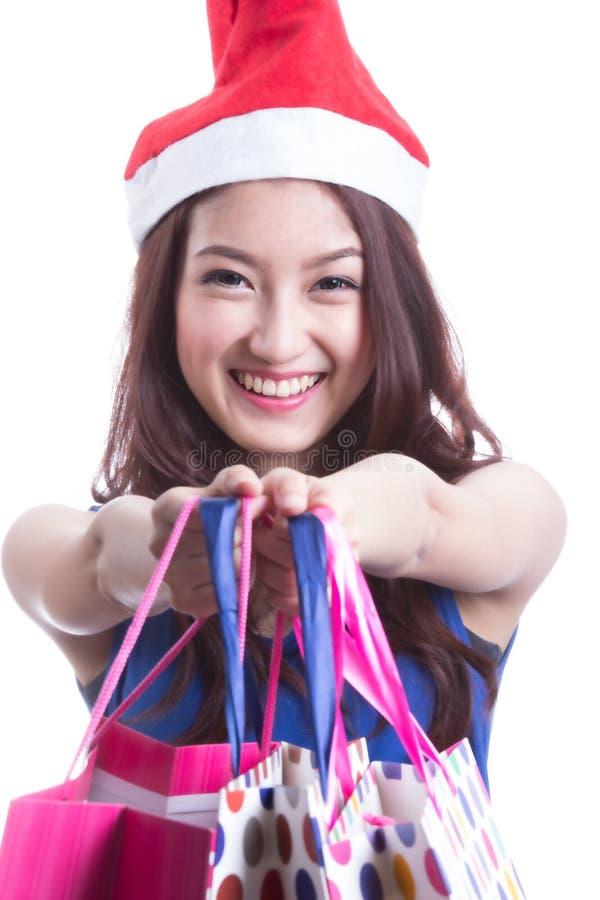 Mulheres asiáticas em guardar muito saco de compras foto de stock
