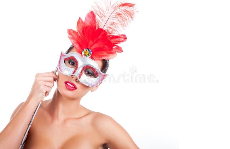 Mulheres bonitas que desgastam uma máscara imagem de stock