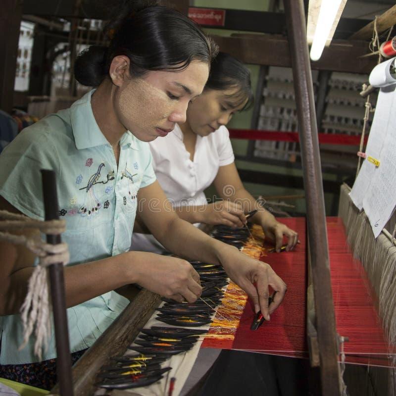 Download - Lago Inle - Myanmar De Tecelagem Foto de Stock Editorial - Imagem de máquina, linhas: 29843648