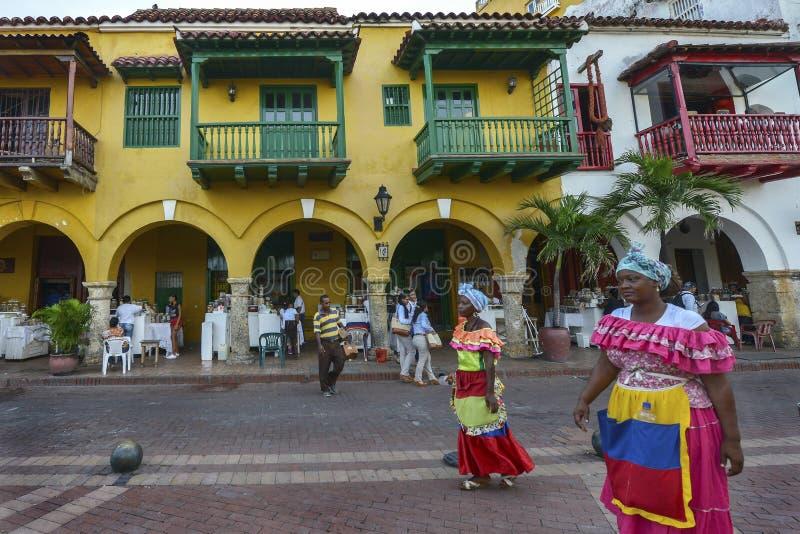 Mulheres colombianas em Cartagena, Colômbia imagens de stock