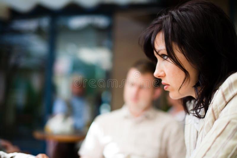 Mulheres com olhar suspeito imagens de stock royalty free
