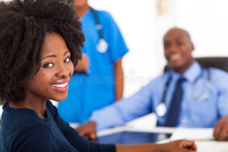 Doutor de visita da mulher imagens de stock