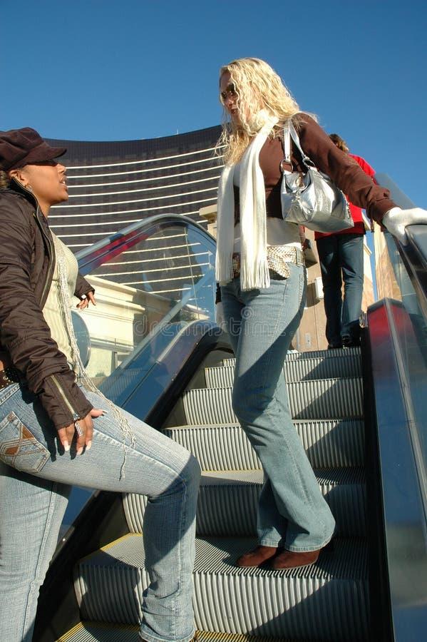 Mulheres da cidade fotografia de stock royalty free
