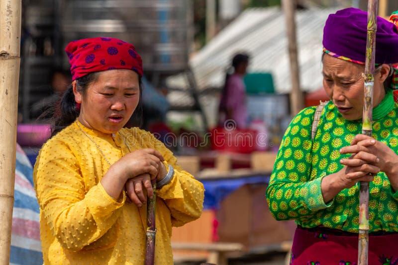 Mulheres da minoria étnica de Mong foto de stock