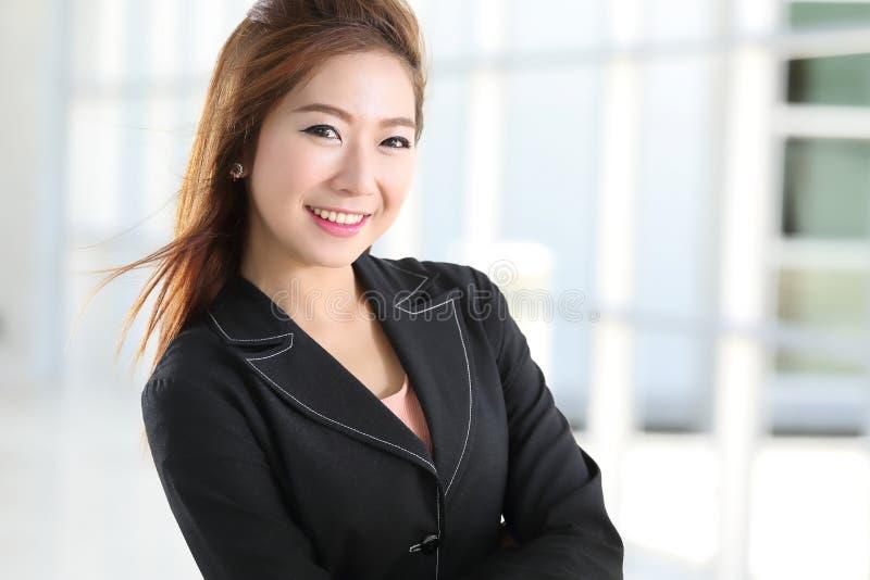 Mulheres de negócio espertas asiáticas fotografia de stock royalty free