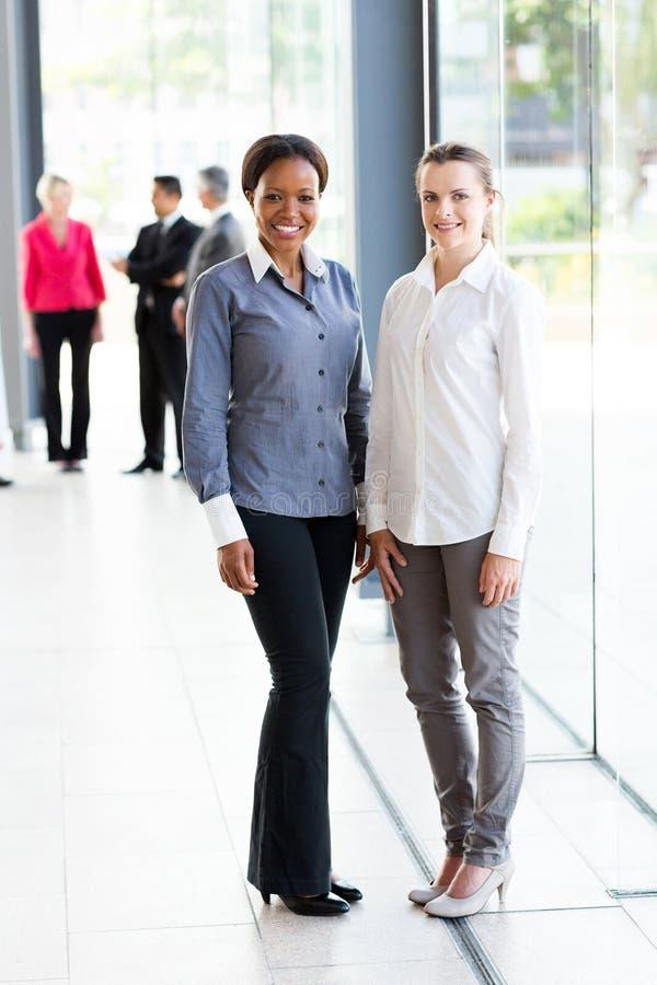 Mulheres de negócio multirraciais fotografia de stock