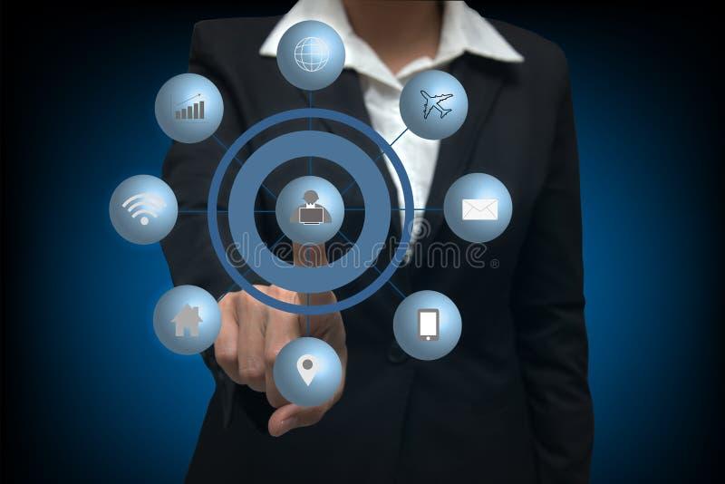 Mulheres de negócio que pressionam o tipo de meios virtual imagem de stock royalty free
