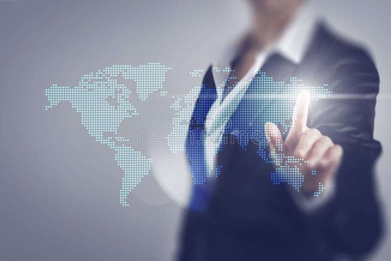 Mulheres de negócio que tocam na tela do mundo imagem de stock royalty free
