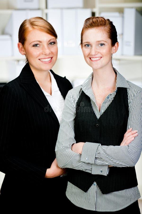 Mulheres de negócios caucasianos foto de stock royalty free