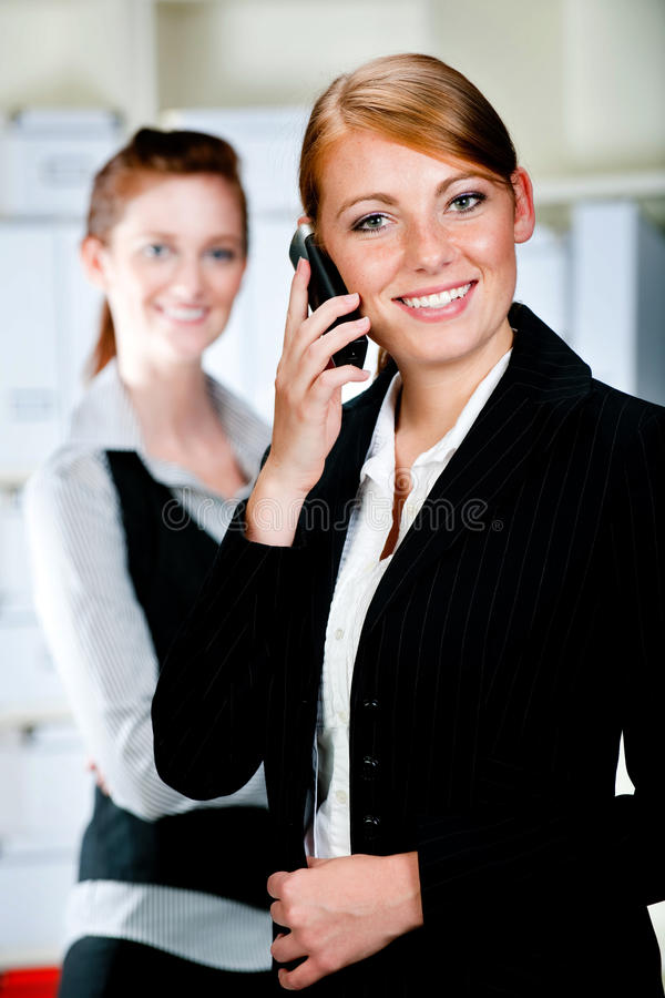 Mulheres de negócios caucasianos imagens de stock