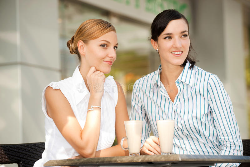 Mulheres de negócios com café fotos de stock