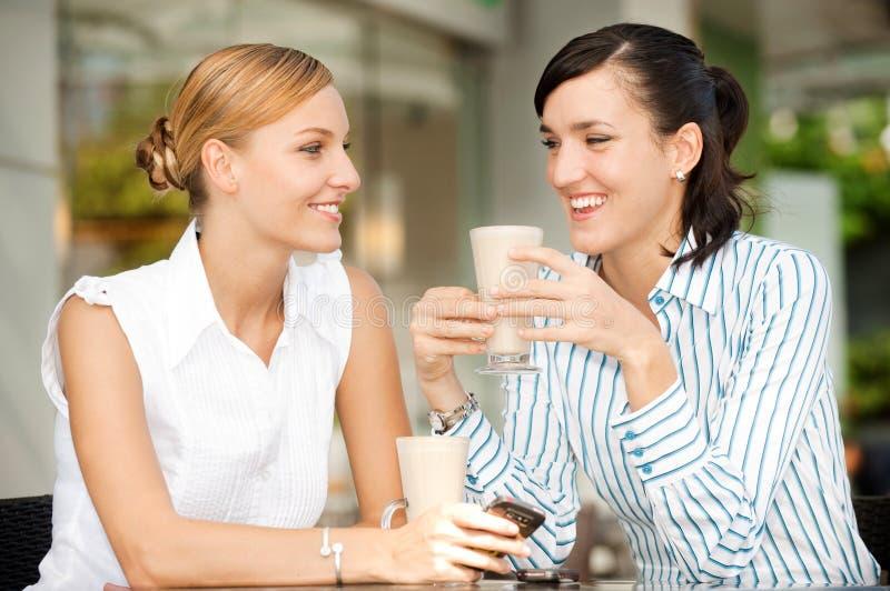 Mulheres de negócios com café foto de stock royalty free