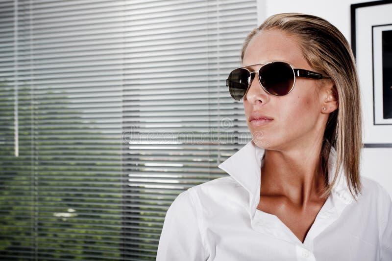 Mulheres de negócios da forma no escritório fotografia de stock royalty free