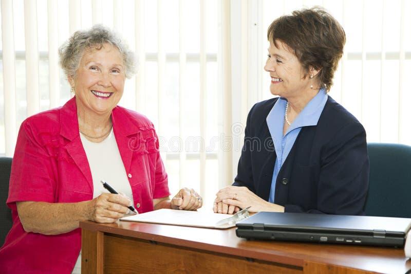 Mulheres de negócios maduras felizes imagens de stock