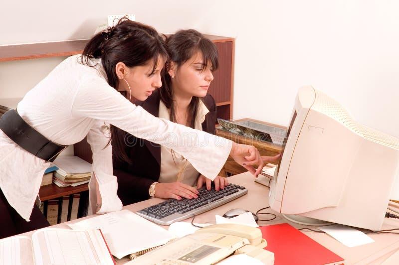 Mulheres de negócios no escritório imagens de stock royalty free