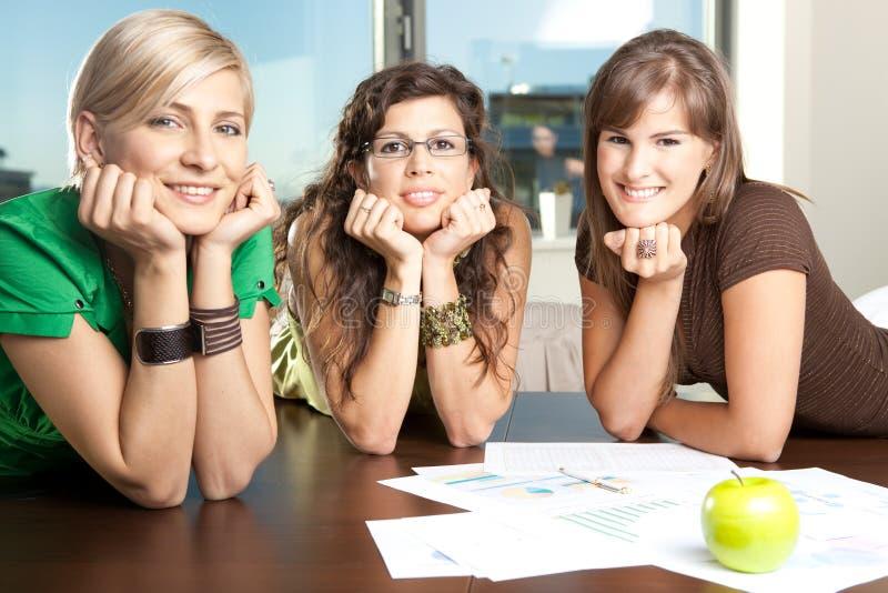 Mulheres de negócios novas imagens de stock