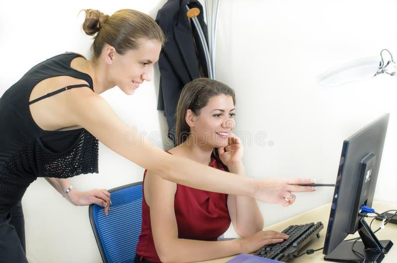 Mulheres De Negócios Novas Fotografia de Stock Royalty Free
