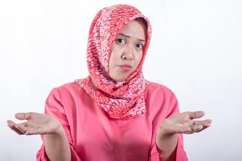 Mulheres de neg?cio mu?ulmanas asi?ticas que vestem o hijab imagens de stock royalty free