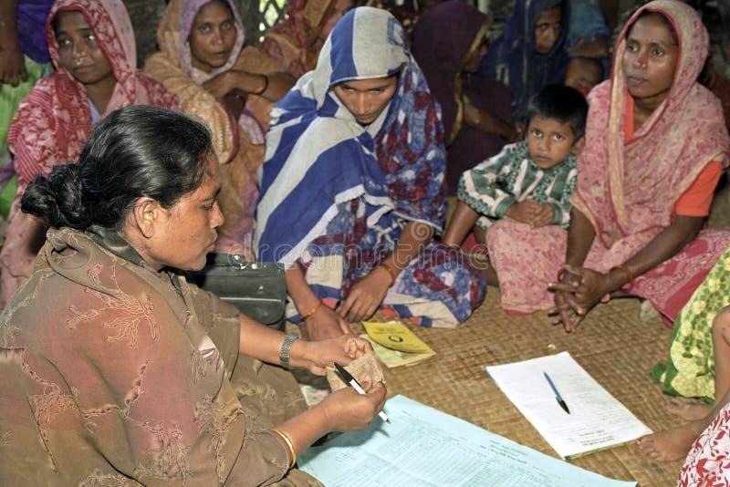 Mulheres do bangladeshiano do projeto do microcrédito fotos de stock