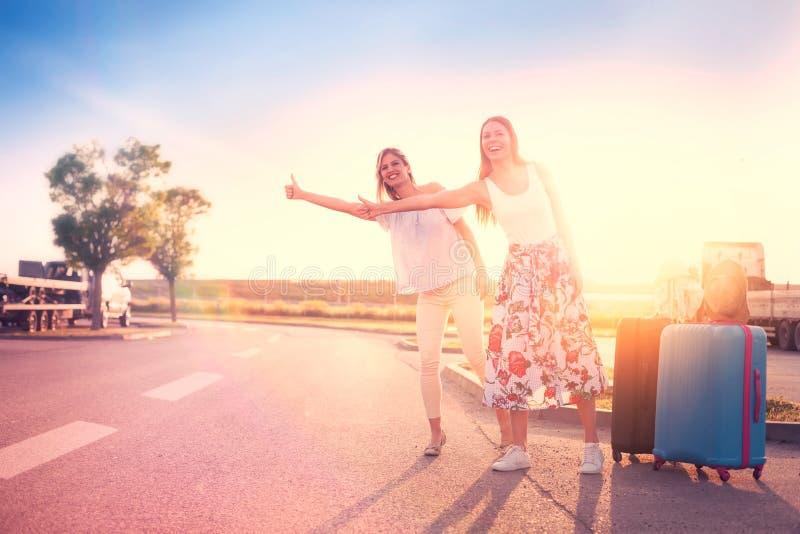 Mulheres do curso que viajam fotos de stock royalty free